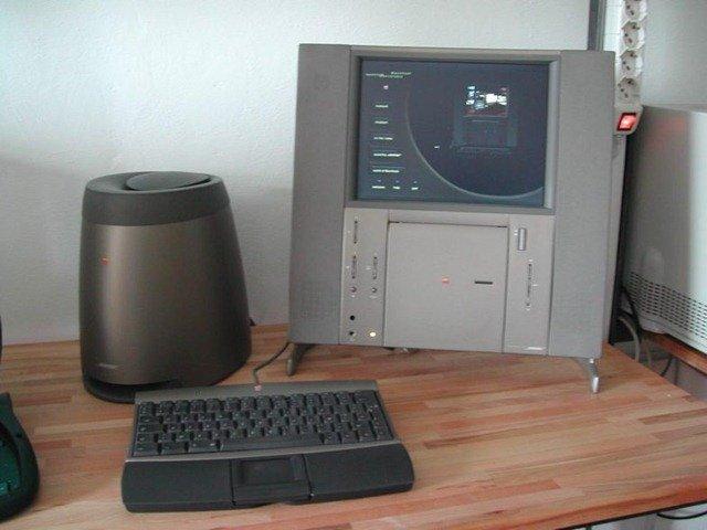 Twentieth_Anniversary_Macintosh[3]