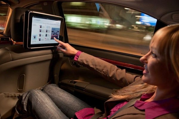 Benz-showing-of-its-iPad-docking-station3.jpg