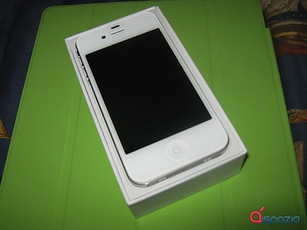 iphone-4-white-unboxing.jpg