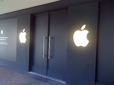 black-apple-store.jpg