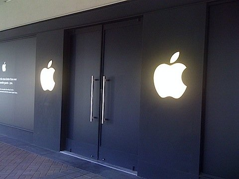black-apple-store (1).jpg
