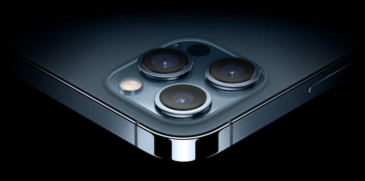 iPhone camera periscope zoom lens patent